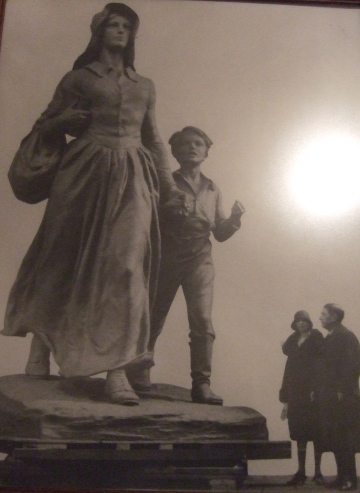 Pioneer statue unveiling