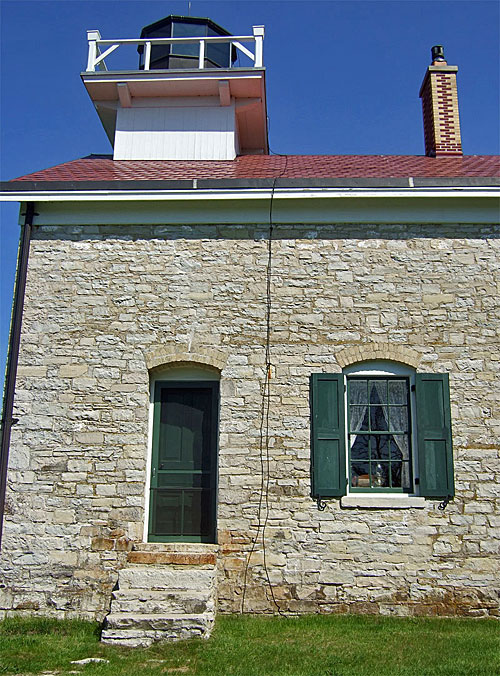 Photo of the west side of the Pottawatomie Lighthouse showing the braided copper wire.