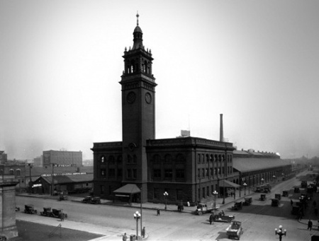 Black and white photo of the Minneapolis Milwaukee Road railroad station circa 1922.